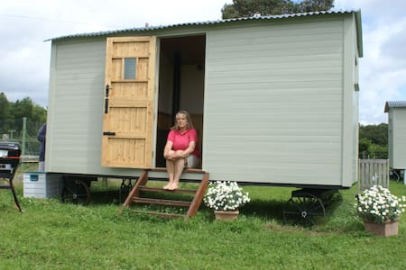 ShepherdsHut-Unique,RusticStrawberr - Ашфорд