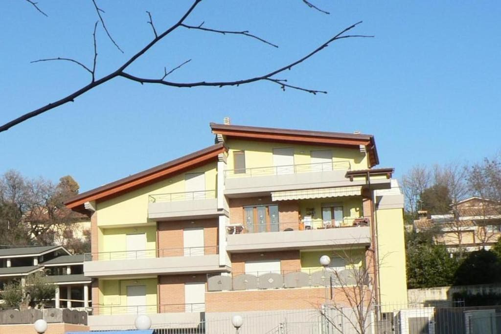 Rent house apartments for rent in casette abruzzo italy for Rent a home in italy