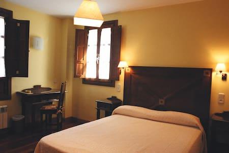"Preciosa habitación ""Solarina"" - Caces - 住宿加早餐"