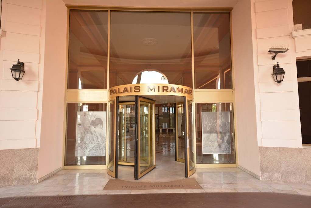 Entrance to Palais Miramar with 24h Concierge Service and drive way for comfortable check in. All ground level and lift to all floors