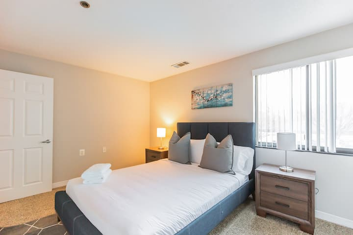 Spacious Flat Just Outside DC + Fitness Center