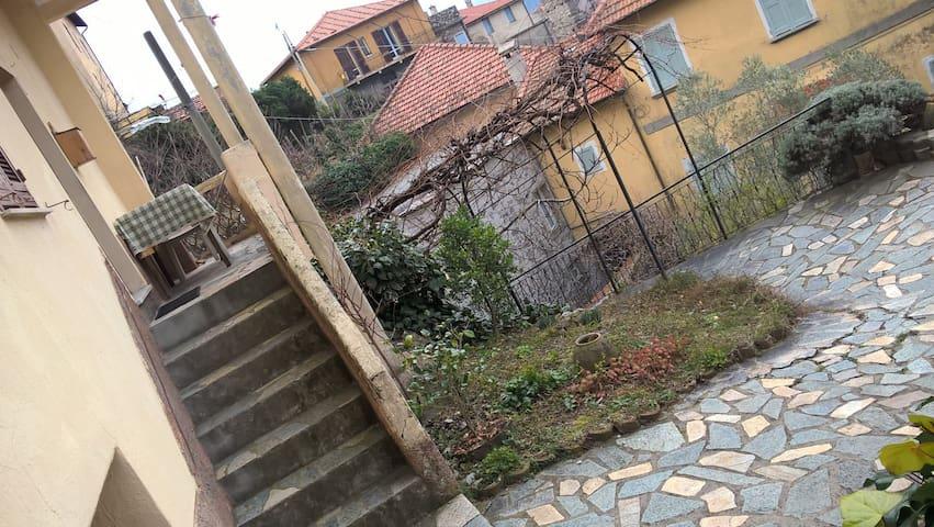 OLD CASTLE - Castelvecchio di Rocca Barbena - Hus