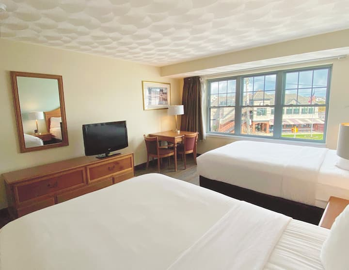 2 Beds, Beach Hotel Newport