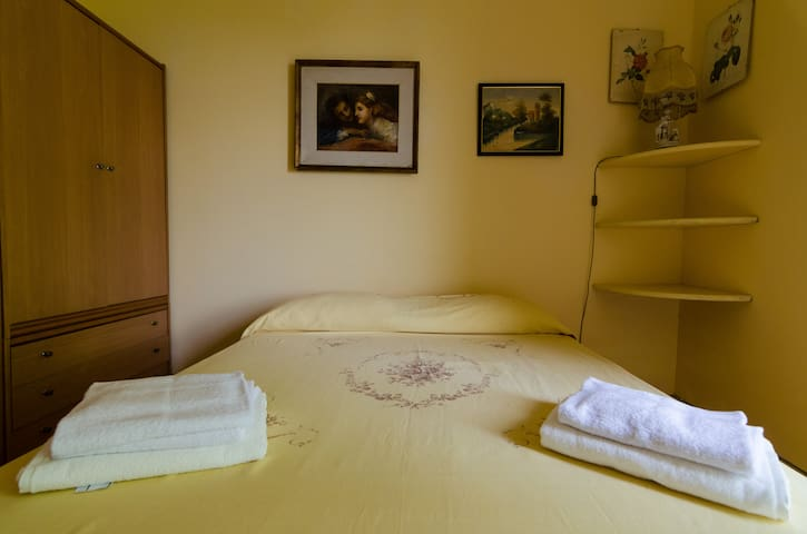 Bedroom 1 with double bed - Villa del Filosofo by SunTripSicily.com