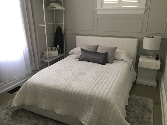 Downtown - Modern, Elegant, Clean & Quiet Bedroom - Ottawa - Maison