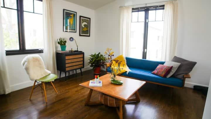 Sunny Studio Apartment in Mid-City LA