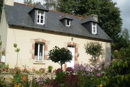 maison reposante et fleurie
