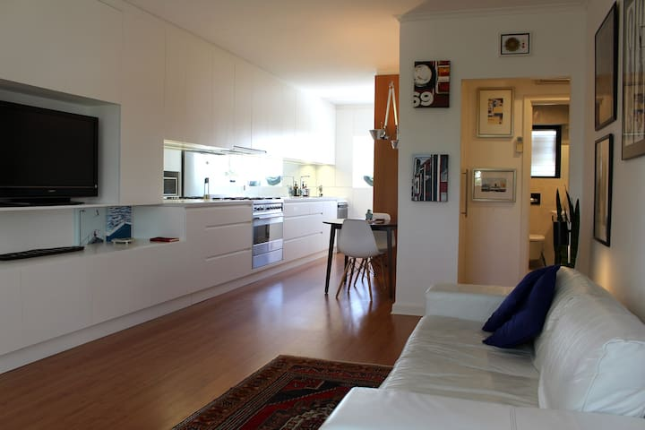 Stylish and Modern Apartment 250m from the Beach