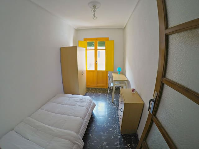 1 single bed room in Benimaclet - València - Apartmen