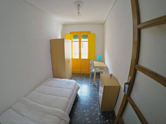 1 single bed room in Benimaclet - València