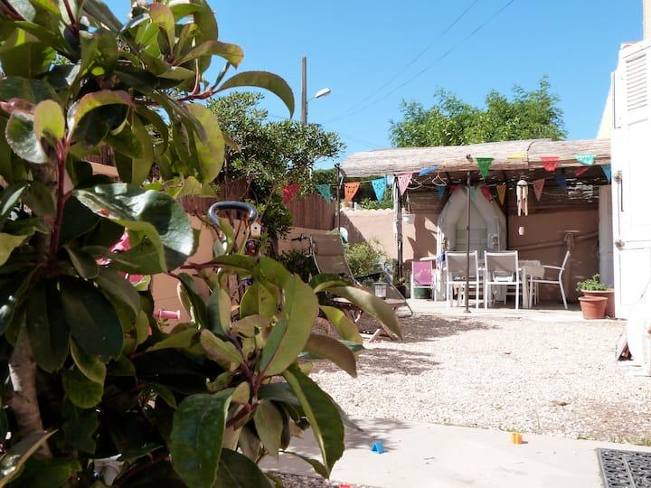 Rez de villa + jardin à 50m plage
