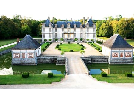 Chambre - Maison d'Artagnan au Château de Bourron -  Bourron-Marlotte - Zamek
