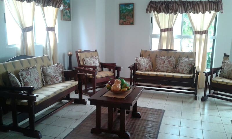 Comfortable Private Room+Bathroom, Managua-Masaya