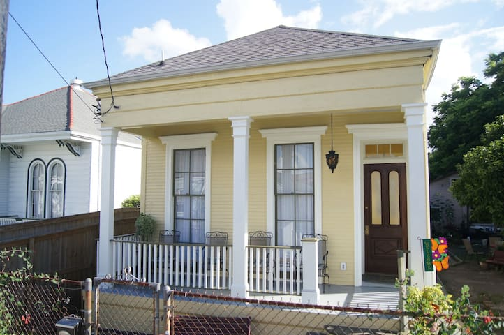Lemon Tree Manor in Bywater