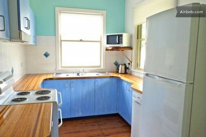 3 Bedroom walk to beach Wifi Foxtel - Manyana - Casa