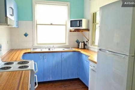 3 Bedroom walk to beach Wifi Foxtel - Manyana