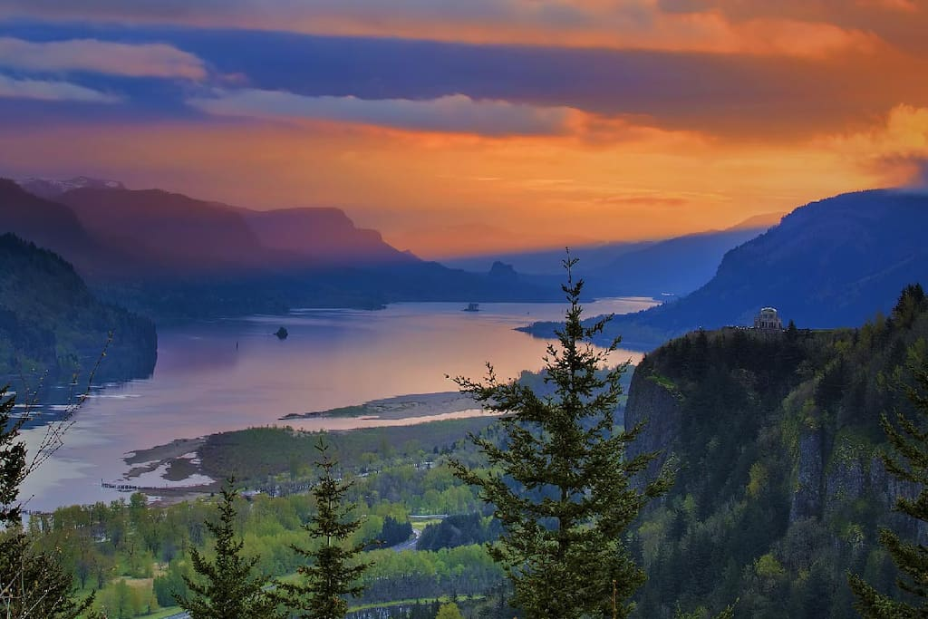 20 minute drive to the beautiful Columbia Gorge.