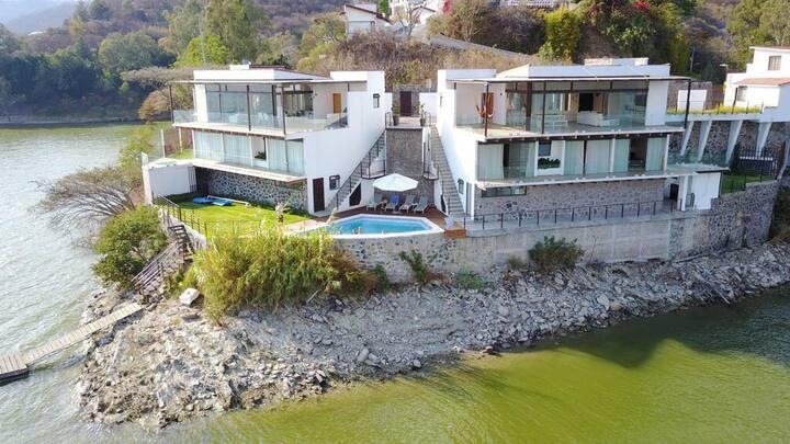 Casa con Vista Espectacular a Orillas del Lago.