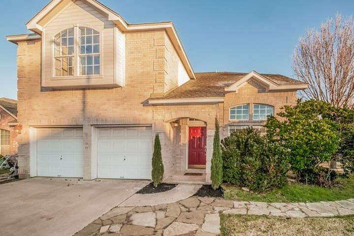House near Lakline Mall - Cedar Park
