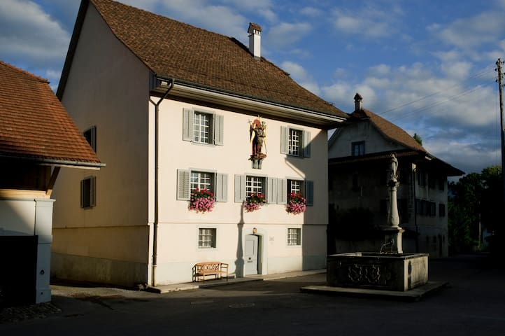 Ancient Priest House from 1563 - Beromünster - Bed & Breakfast