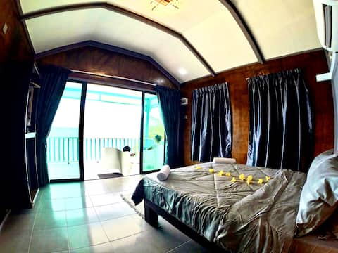 Pondok Beach Shack Chalet: BeachFront-GroundFloor2