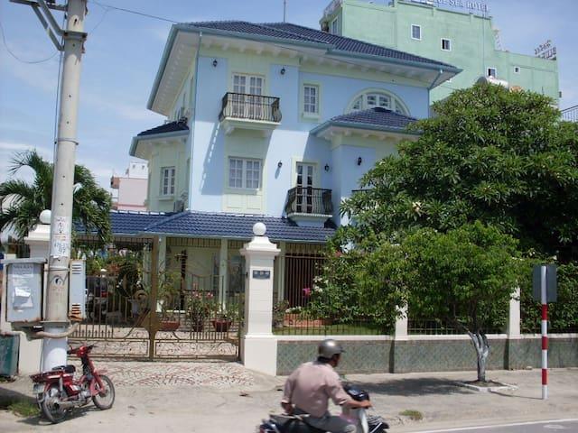 LUXURY BEACH-FRONT VILLA - Nha Trang - House