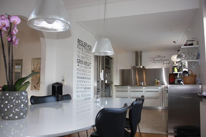 330 m2 villa + outside kitchen - Charlottenlund - House
