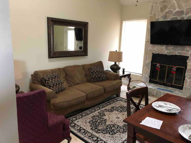 Townhome (2 BDR/2 BA). Close to NAS Pensacola
