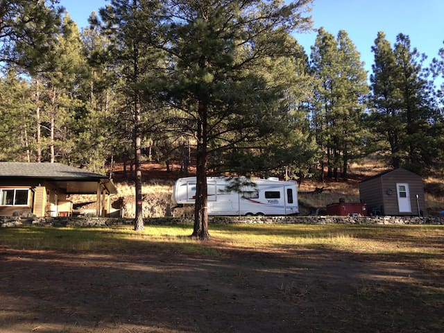 East Kootenay B Camper/RV
