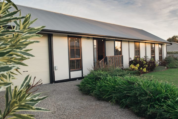 Hardys Coastal Cottage