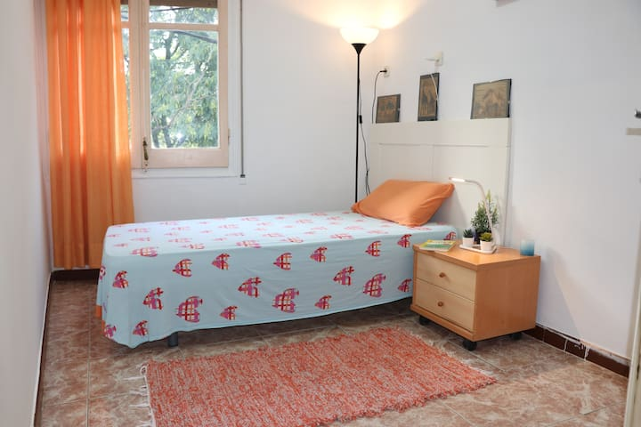 Room in a house with garden in front Camp Nou.