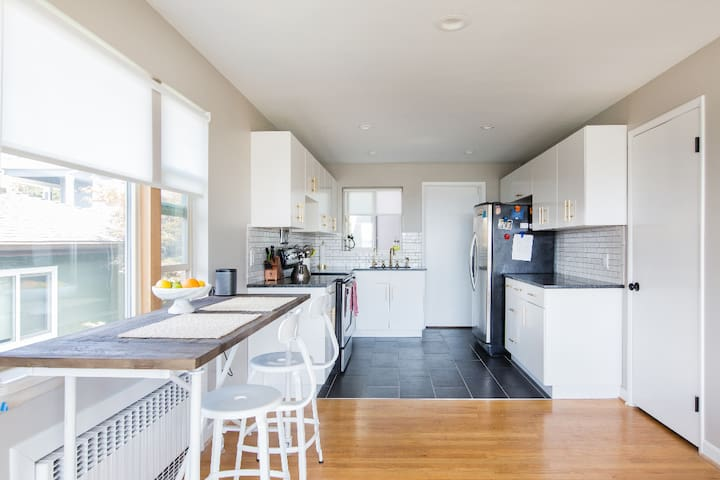 Fully furnished, remodeled Queen Anne home