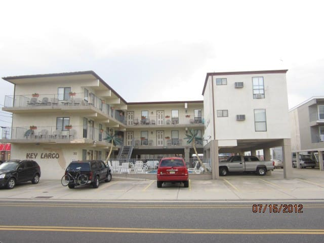 Wildwood condo-steps from boardwalk - Wildwood - Apartment