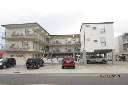Wildwood condo-steps from boardwalk - Appartement