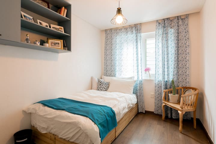 ★Newly Open! ★Cozy & Clean House in Hong-dae - Mapo-gu - Bed & Breakfast