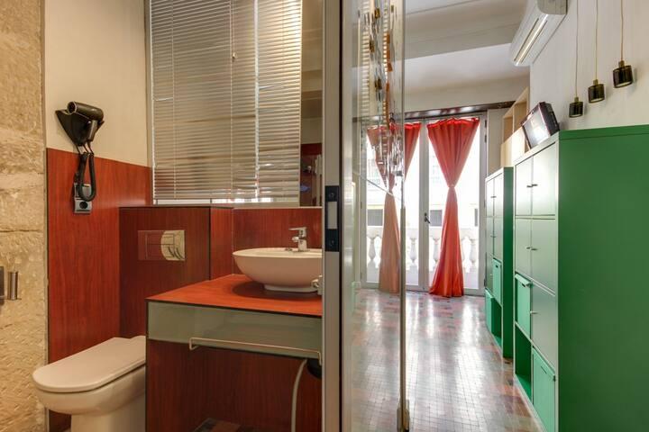 Centro, baño privado, aire acondicionado,desayuno.