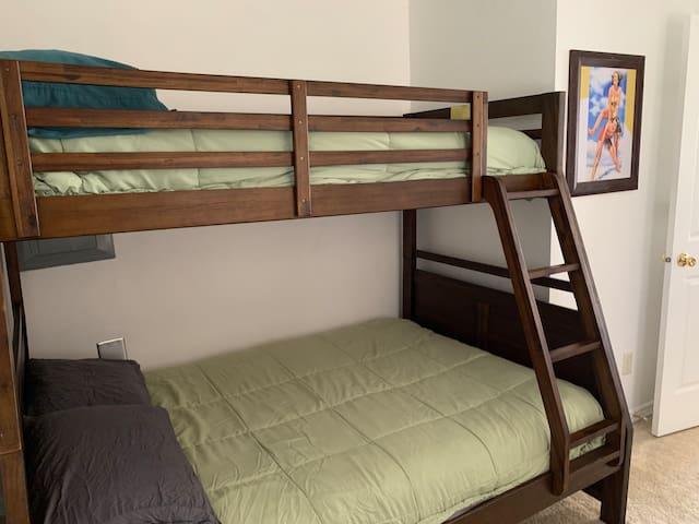 Full/Twin Bunk Bedroom