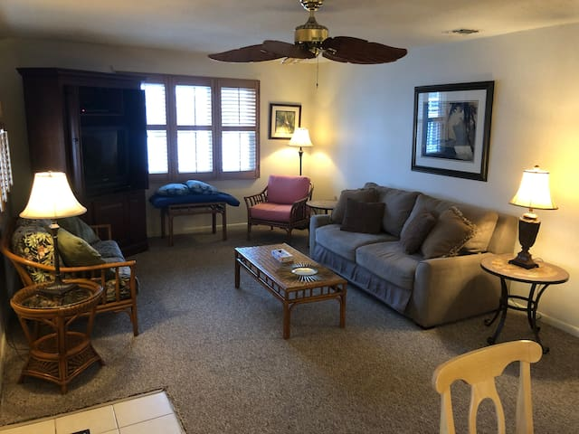 2 BR/1 BA Apartment - Block from Beach - Sleeps 6