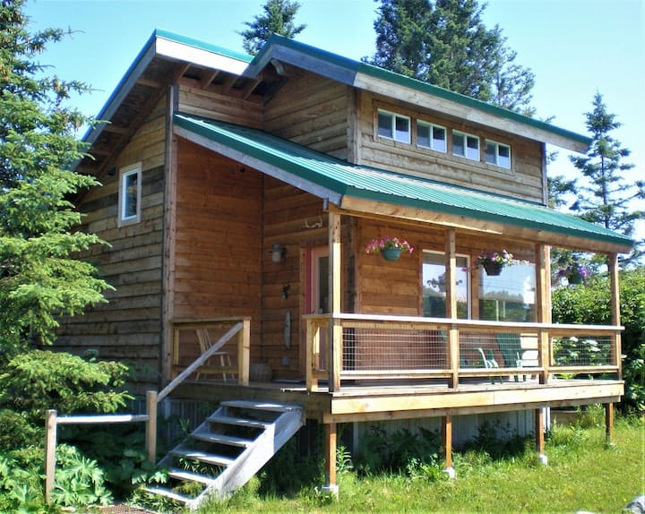 PICKETT CABIN:  casual comfort with king size bed