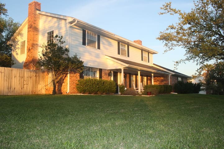 Large Family Home Close to Campus - Bryan