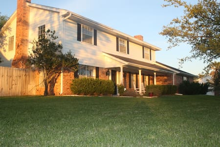 Large Family Home Close to Campus - Bryan - Casa