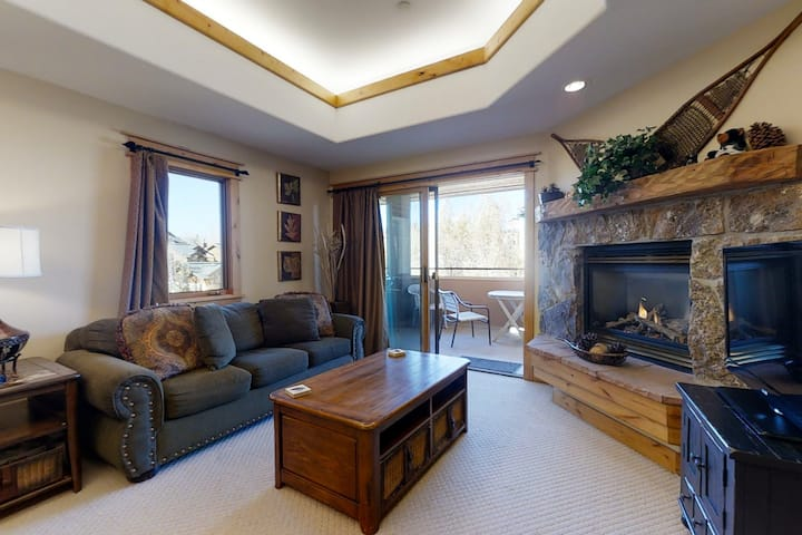 Top-floor mountain condo w/ a shared, heated pool, hot tub, & fitness room