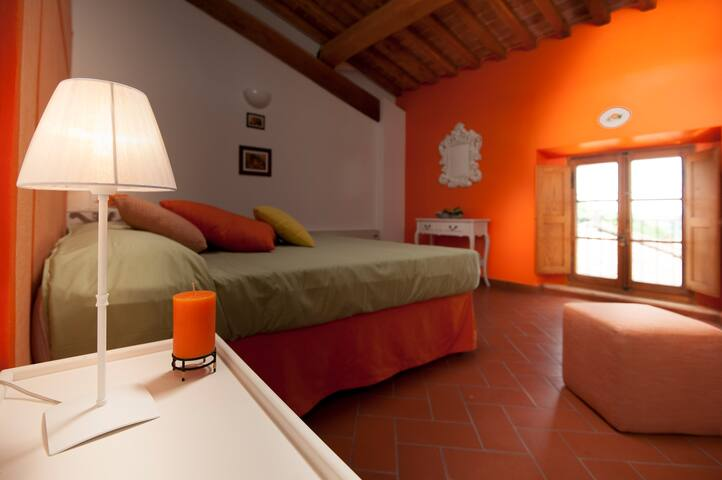 Antico Granaione B&B Orange Room