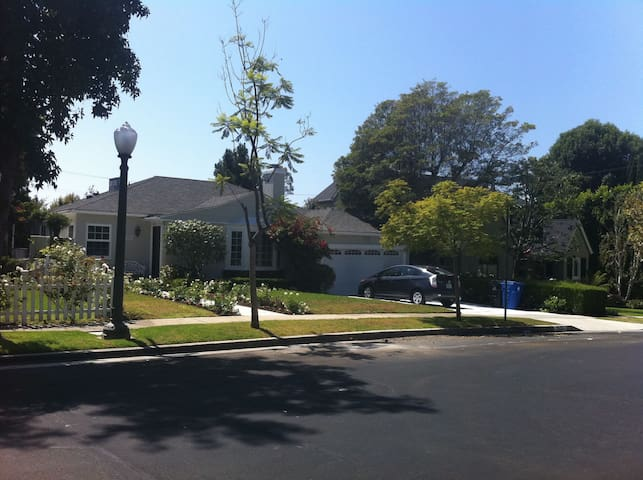 Gorgeous House in Century City