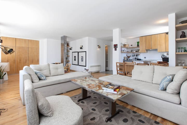 MARIE | Central, 2-Bed w/ Terraces in Old Town!