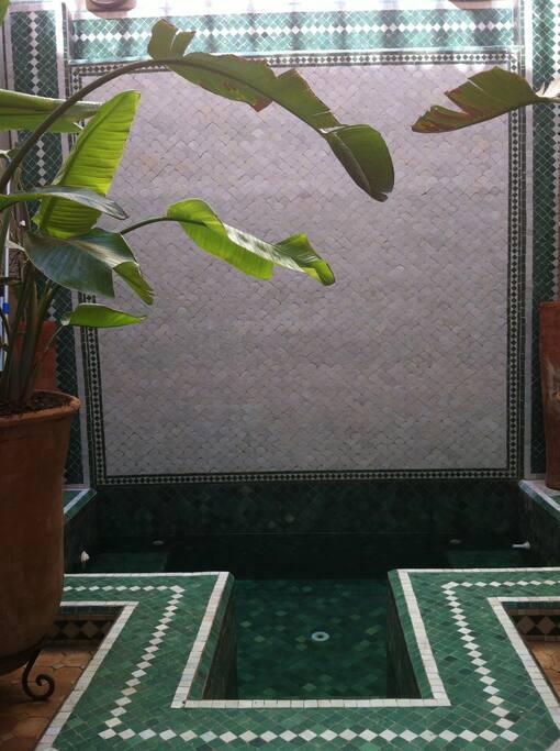 fontän/pool att svalka sig i efter en dag i souken