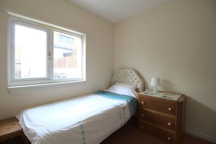 Cosy single room in Kinross town center