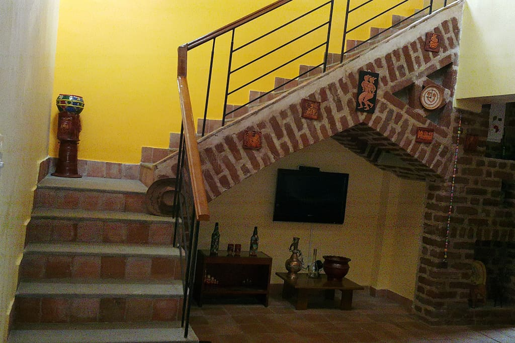 staircase to first floor (FF exclusively for guests when they range from 1 to 4)
