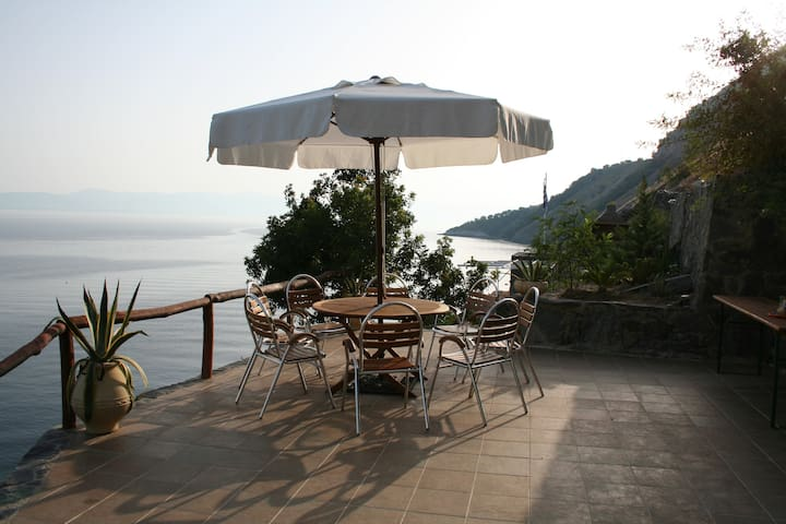 Luxury 150sqm sea side house with private Beach - GR - House