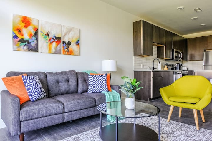 Arts + Community 1br Suite | Minutes to Downtown